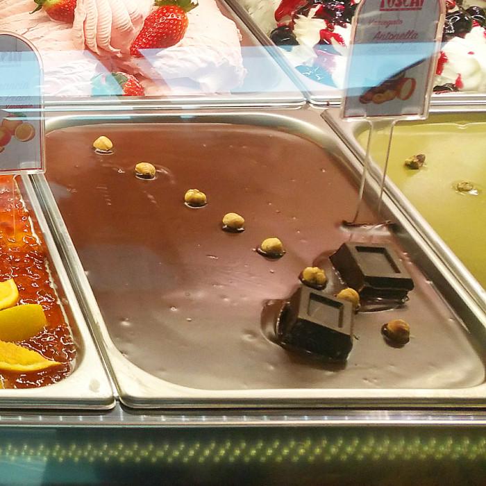 Prodotti per gelateria   Acquista online su Gelq.it   CREMA ANTONELLA NOCCIOLATA di Toschi Vignola. Variegati creme per gelato.