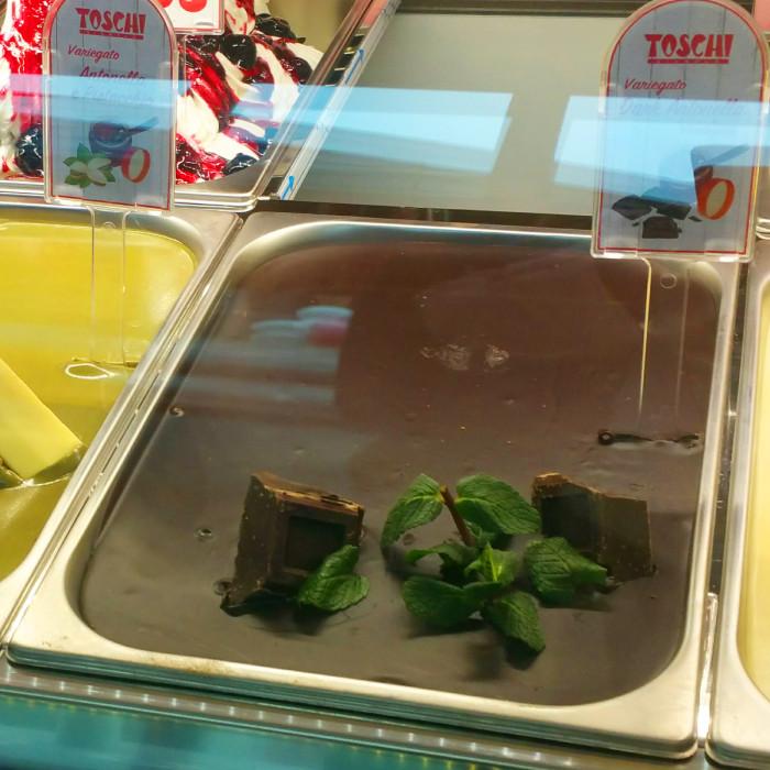 Prodotti per gelateria   Acquista online su Gelq.it   CREMA ANTONELLA DARK di Toschi Vignola. Variegati creme per gelato.